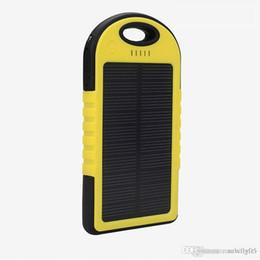 5000mAh Солнечное зарядное устройство и аккумулятор Панель солнечных батарей портативный для сотового телефона MP4 ноутбука камеры с крюком фонарик водонепроницаемый освобождает перевозку груза от Поставщики панель солнечных батарей
