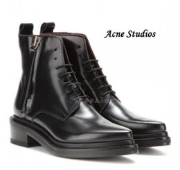 Wholesale Original Quality Hot Acne Studios Lace Up Pointed Toe Short Boots Black Patent Leather Martin Boots Side Zipper Straps Fashion Acne Shoe