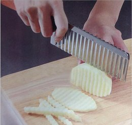 Wholesale Multifunctional Potato Wavy Edged Knife Stainless Steel Plastic Handle Kitchen Gadget Vegetable Fruit Cutting Peeler Kitchen Tools