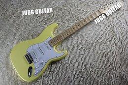 Super Rare 21 frettes Cream Vintage Yellow Yngwie Malmsteen festonné érable Big Headstock ST 6 cordes Guitare électrique guitarra à partir de guitares à cordes de super fabricateur
