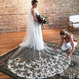 Hot Saling Vintage Elegant One Layer Lace Applique Edge With Comb Lvory White Wedding Veil Cathedral Length Three Metres Long