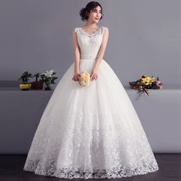 Capped V Neck Lace Tulle Ball Gown Wedding Dress With Pearls 2016 Vintage Wedding Gowns Floor Length
