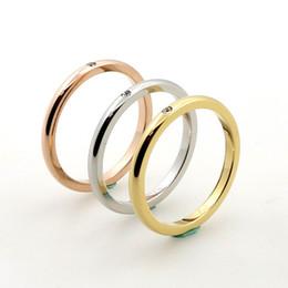 Promotion bague de fiançailles en titane or 18K plaqué or femmes bandes de mariage avec CZ clair diamant réglage de titane acier bague de fiançailles en gros
