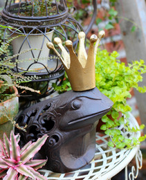 Wholesale Cast Iron Frog PRINCE CHARMING Brown Rustic King Toad with Golden Crown Statue Paperweight Country Garden Decor