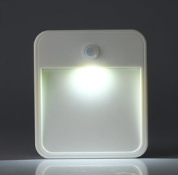 Thin enchufe nightlights creativa lámpara de pie inteligentes luz cuerpo de control de inducción infrarroja llevado luz de noche cuadrado cargado de la batería desde las luces de carga proveedores