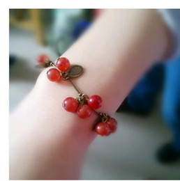 European and American retro single product glass sweet little cherry cherry beautiful bracelet jewelry bracelets girls women