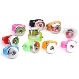 Caoutchouc pression en Ligne-Vente en gros 10 couleurs SILICONE Watch band 18mm Ginger snap boutons bijoux bague pour hommes et femmes Snaps Charm Jewelry