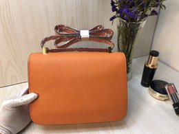 Strap shoulder can be Slant back pocket Small square package Genuine Leather Simple handbags