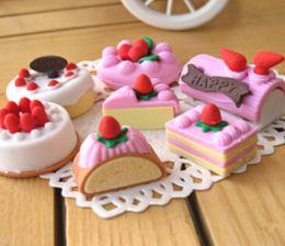 Acheter en ligne Enfants mignons effaceurs-Gros-4pcs / Lot aléatoire Eraser caoutchouc Papeterie Nouveau gâteau en forme de Creative Fournitures scolaires mignon pour les enfants H1069