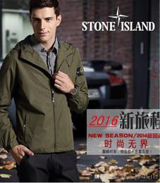 Wholesale El envío rápido la nueva chaqueta de la chaqueta del hombre de la piedra de la isla de la chaqueta del bombardero y la capa tierra es chaqueta de piedra azul con el sombrero