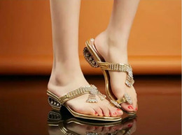 Korean Style Thick Heel Flip Flops Slides Crystal Sandals Lady Sexy Rhinestone Sandals Fashion Summer Sandal Shoes SKF6623