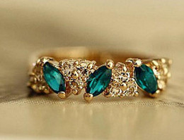 Wholesale 2016 Best Selling Simple Women Ring Shiny Austrian Crystal Ring Vintage Emerald Bright Suger Stone Ring Sweet Hearts Female Ring