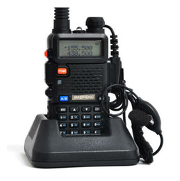 Deux radios bidirectionnelles vente en Ligne-La vente chaude BAOFENG UV-5R Walkie Talkie double bande la radio 136-174Mhz 400-520Mhz la main la radio bidirectionnelle libèrent l'expédition