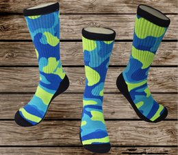 Wholesale mens thick warm candy army color basketball professional long tube crew socks cotton professtional elastic towel bottom terry socks big size