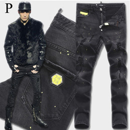 Euro Fashion Men Black Stretch Jeans Tidy Biker Denim Jean Paint Spot Damage Slim Fit Distressed Cowboy Pants Man Yellow Metal Patch