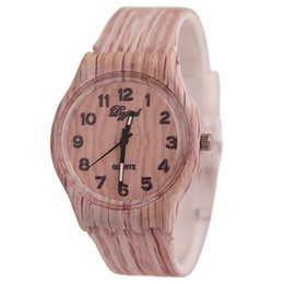 Fashion Creative Vintage Style Wooden Watch Man Woman Casual Round Dial Shaped Dress Watch for Mens Women