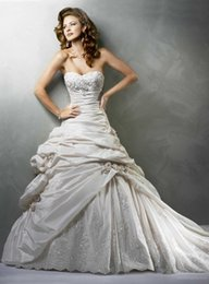 Wholesale 2016 Organza with Embroidery Beach Wedding Dresses Absorbing Wrinkle Sweetheart Applique Wedding Dress At Affordable Prices