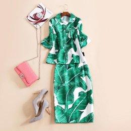 Wholesale Europe and the United States Autumn New Catwalk retro banana leaf printed shirt Half bag hip skirt suit