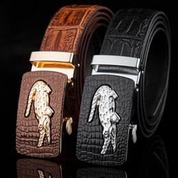 Compra Online Cinturones de cuero-2016 correas de cuero genuinas para los pantalones de los pantalones vaqueros del grano del cocodrilo de la alta calidad de los hombres de las correas del diseñador de las correas automáticas de la hebilla de los hombres liberan el envío