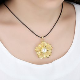 Gold-plated mesh flower pendant Gold jewellery creative gifts gold foil craft valentine's day gift