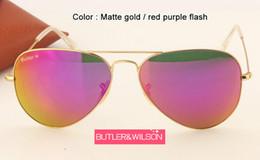 Wholesale Las lentes de las mujeres de las gafas de sol a estrenar lente de cristal púrpura roja m m del marco del metal de los vidrios de sol del piloto del espejo del flash del diseñador en caso que la venta superior libera