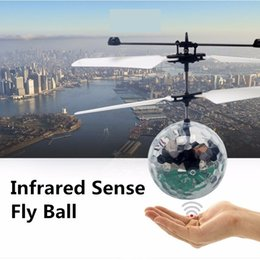New Easy Operation Vehicle Flying RC Flying Ball Infrared Sense Induction Mini Aircraft Flashing Light Remote Control UFO Toys for Kids