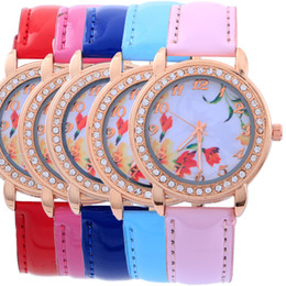 2016 New Fashion National Wind Leather Band Watch for Woman Flower Print Dial Casual Watch for Woman Quartz Analog Crystal WristWatch