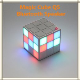 Wholesale Magic Cube Design Colorful LED Flash Bluetooth Mini Speaker Q5 Wireless Portable Super Bass Sound Subwoofer Handsfree for iPhone Tablet PC