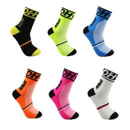 Wholesale Professional Sports Socks For Men Cycling Socks Breathable wicking Wear resisting Cycling Socks Non slip Hiking yoga socks HS