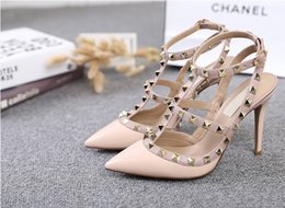 2016 New Spring Retro Fashion Women Shoes Rivet High Heels Women Pumps Fine With Sexy T Word Belt Shallow Mouth Pointed Pumps