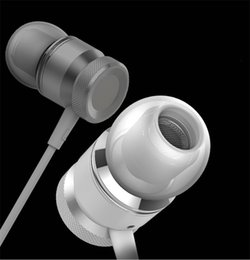 Wholesale 2016 New Metal In ear Headphones Bass With High quality Wire controlled Silicone Ear Plugs Universal Mobile Phone Manufacturers