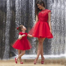 Popular Mother Daughter Formal Dress Red Short Flower Girl Dresses Jewel Neck Cap Sleeves Lace Puffy Tulle Skirt Open Back Party Gowns