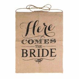 Wholesale 15 quot x quot Handmade Jute quot Here Comes The Bride quot Sign Rustic Hessian Burlap Jute Banner Wedding Flag for wedding decor