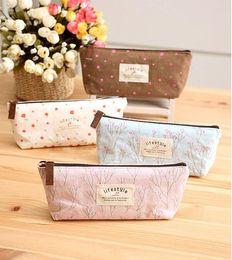 Wholesale cotton Mini Retro Flower Floral Lace Pencil Shape Pen Case Cosmetic Case Makeup Make Up Bag Zipper Pouch Purse