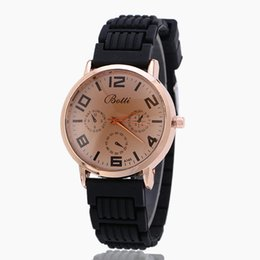 Simple Style Brand New Woman Sport Watch Fashion Quartz Silicone Watch For Woman Leisure Dress Watch