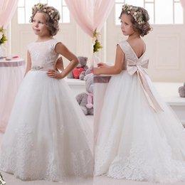 Pretty Lace Flower Girls Dresses With Ribbon For Wedding Jewel Neckline Sleeveless Floor Length Kids Wears Girls Dress