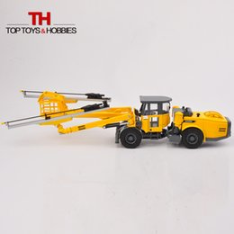 Wholesale Atlas Scale Copco Face Drilling Rig Bommer E2 C Engineering Truck Car Toys Diecast Models Collections