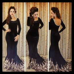 2019 Vintage Long Sleeve Evening Dresses Black Velvet Mermaid Prom Gowns Floor Length Backless Applique Formal Celebrity Dresses