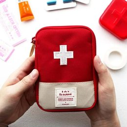 Wholesale Outdoor travel portable first aid pouch mini medical organizer kit small pharmaceutical division cartridge pouch small medical kits