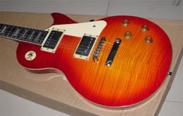 Descuento guitarras llama roja Venta al por mayor de encargo de tiendas de fábrica roja repartió envío del tigre de arce flameado Mástil de caoba del cuello del cuerpo de la guitarra eléctrica estándar gratuito