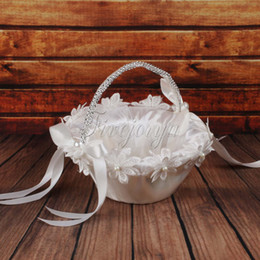 Wholesale White Wedding Flower Basket with Pearls Flowers Satin Ribbons Bow Rhinestone Wedding Party Favors Decorations Storage Candy Basket
