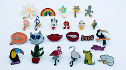 24pcs mixed fashion, pin accessories, provide production.Used for jeans jackets, hats and other decorative brooches
