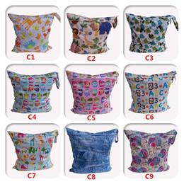 Acheter en ligne Bébé tissu réutilisable couche nappy-1PC réutilisable imperméable imprimé PUL couches petit sac humide simple poches chiffon poignée 30 * 28cm bébé nage de couche-culotte sac à couches vente en gros