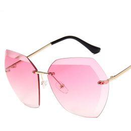 2017 New Fashion Gradient Sunglasses Women Ocean Rimless Big Frame Sun Glasses Female Male Lunette UV400 Eyewear