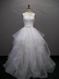 Bateau Neck Organza Ball Gown Wedding Dress With Ruffles 2018 V Back Bridal Gowns With Lace Appliques