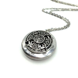 Wholesale Exclusive Design Antique Silver Celtics Knot Cross Pendant Celti Locket Diffuser Necklace Essential Oil Locket