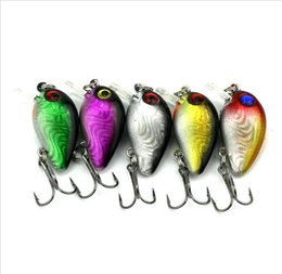 100 pièces de surface de pêche de haute qualité leurre 3cm 1.5g petit poisson appât méné crankbait 6 # crochet yeux 3D attirail de pêche hight qualité à partir de pêche crankbait leurres petite fabricateur