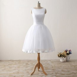 Simple Cheap Short Wedding Dresses 2017 White Knee-Length Wedding Bridal Gowns Sleeveless Scoop Neck Bow Back Robe De Mariage
