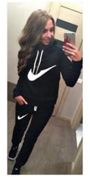 Sudadera .tracksuit venta en venta-La letra de 2012 mujeres imprimió el suéter 2pcs / set de las sudaderas con capucha del paño grueso y suave, sudadera y bragas del Tracksuits, deporte de las mudas, venta caliente!