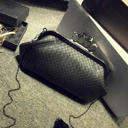 Wholesale-Magic Birds 2016 New Handbag Woven Bag Skull Ring Chain Bag Handbag Shoulder Messenger Bag Evening Bag